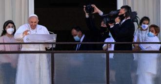 """Papa Francesco recita l'Angelus dal Gemelli: """"Un servizio sanitario gratuito e accessibile a tutti è un bene prezioso, non bisogna perderlo"""""""