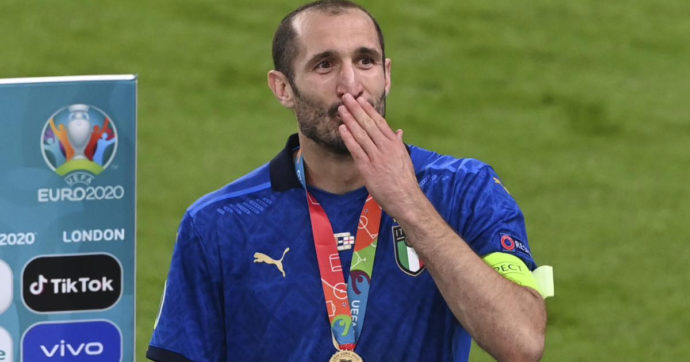 Italia campione d'Europa, Giorgio Chiellini a letto con la Coppa come Cannavaro nel 2006: il commovente messaggio del Capitano della Nazionale