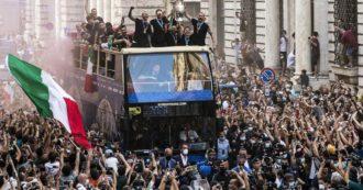 """Italia campione d'Europa, il caso del bus scoperto per il bagno di folla a Roma. No della questura, poi Bonucci dice: """"Trattativa vinta"""""""