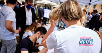 Eutanasia legale, la consegna delle firme in Cassazione per il referendum: la diretta