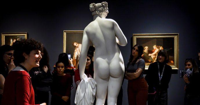 """""""Scolpite"""", le donne dimenticate dalle statue pubbliche: la mostra di Terre des Hommes a Milano e la petizione per cambiare prospettiva"""