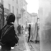 Proteste contro il summit del G8, Genova luglio 2001. Venerdì 20 luglio, corteo dei Disobbedienti. Cariche dei Carabinieri da corso Torino. Via Tolemaide.