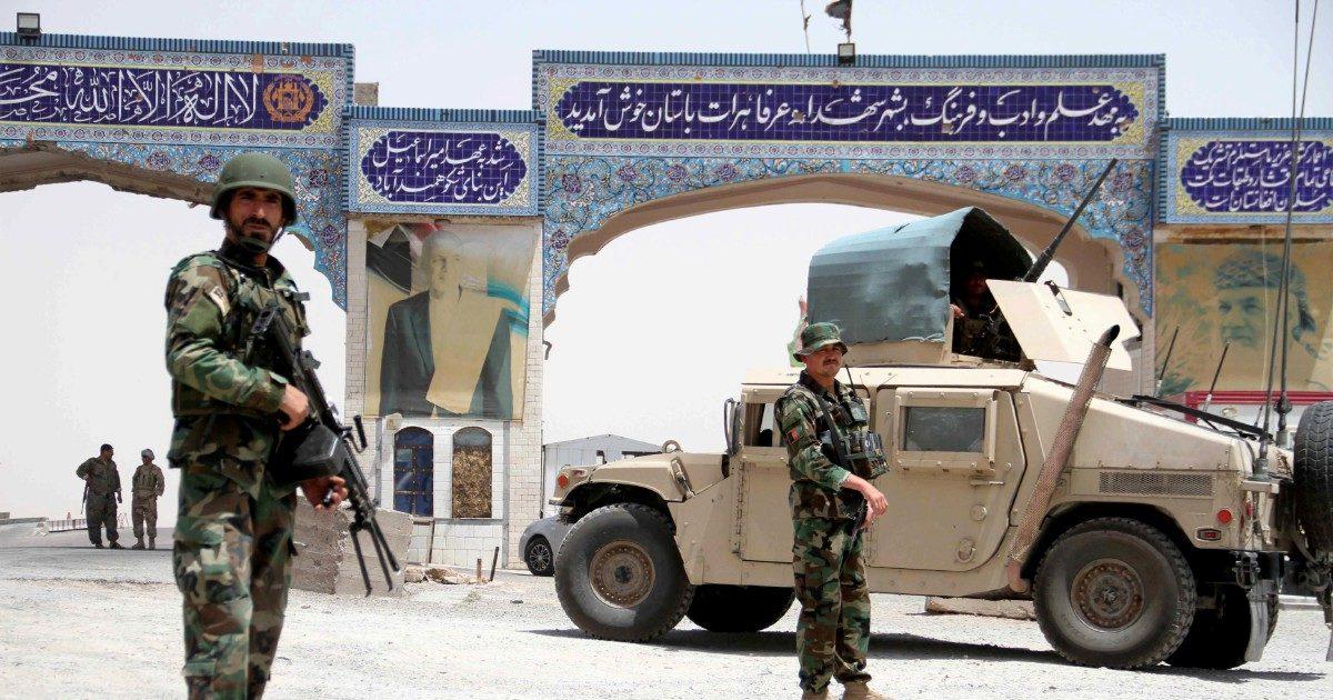 Soldati in fuga dai Talebani. Afghanistan, è già disfatta