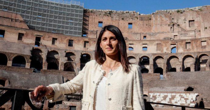 Roma, la proposta di Raggi sulla sosta in centro: via le strisce bianche, tariffe anche per residenti