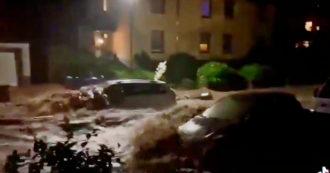 Germania, la forza del fiume esondato nelle strade è impressionante: l'acqua porta via le auto – Video