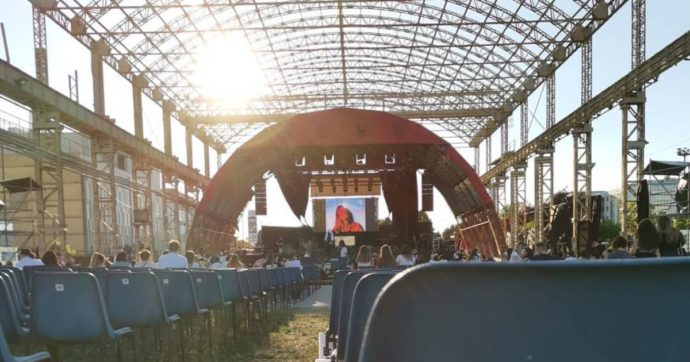 Tre positivi dopo il concerto al Carroponte: l'Ats invita 900 persone a fare il tampone. Polemica col gestore su tempi e comunicazione