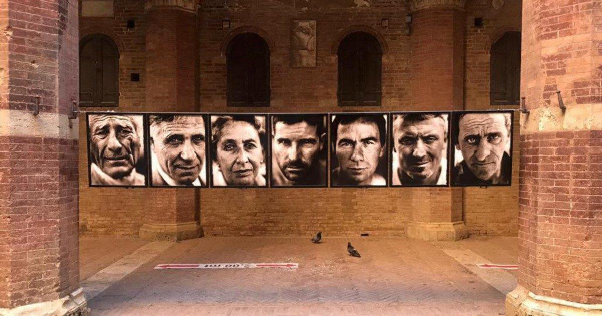 """Senza il Palio di Siena, gli """"assassini"""" tornano in  Piazza del Campo grazie a Marco Delogu"""