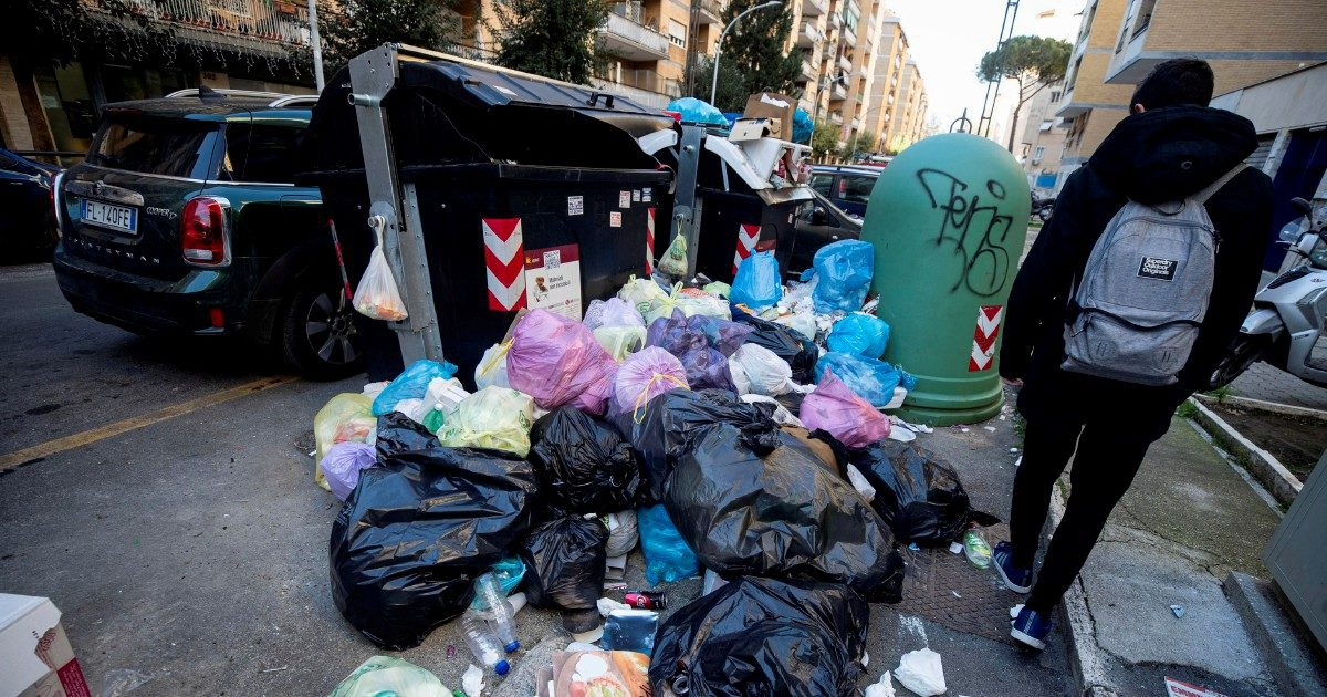 "Rifiuti, caos Lazio. Ora Latina rischia: ""È colpa di Zinga"""
