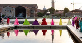 """Valentino Des Ateliers, a Venezia l'Alta Moda si fonde con l'arte. Piccioli: """"Vergognoso dibattito su ddl Zan. Non si può parlare di abiti e ignorare quello che succede fuori"""""""