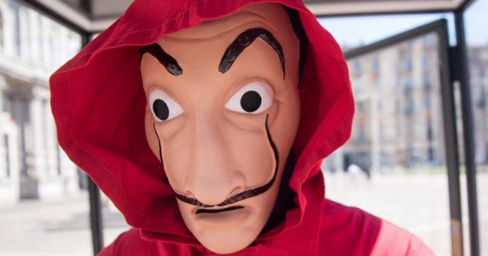 """Maschere di Dalì e tuta rossa, due ragazzini seminano il panico a Orbetello: """"Giocavamo alla Casa di Carta"""""""