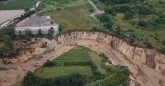 """Alluvione in Germania, l'impressionante ripresa aerea sul fiume Inde: """"Deviato nel 2005 per la miniera. Oggi si è ripreso il suo corso"""""""