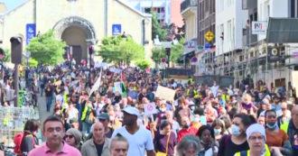 Green pass in Francia, più di 100mila persone in strada contro le nuove regole anti-Covid – Video