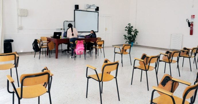 """Via libera all'assunzione di 112mila docenti: """"Coperti tutti i posti vacanti"""". Sindacati scettici: """"Rischio 40mila cattedre scoperte"""""""