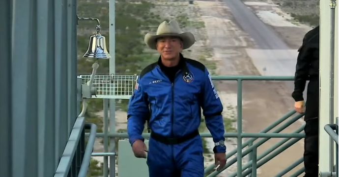 Jeff Bezos nello spazio: il fondatore di Amazon primo a superare il confine tra Terra e cosmo