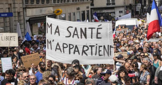 """Francia, 96% dei 18mila casi non era vaccinato. Il premier Castex: """"Contagi aumentati del 140% in una settimana, è quarta ondata"""""""