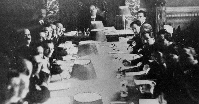 25 luglio, così iniziò la fine di Mussolini. Dalla perdita del consenso al peso della guerra: anatomia della notte del Gran consiglio