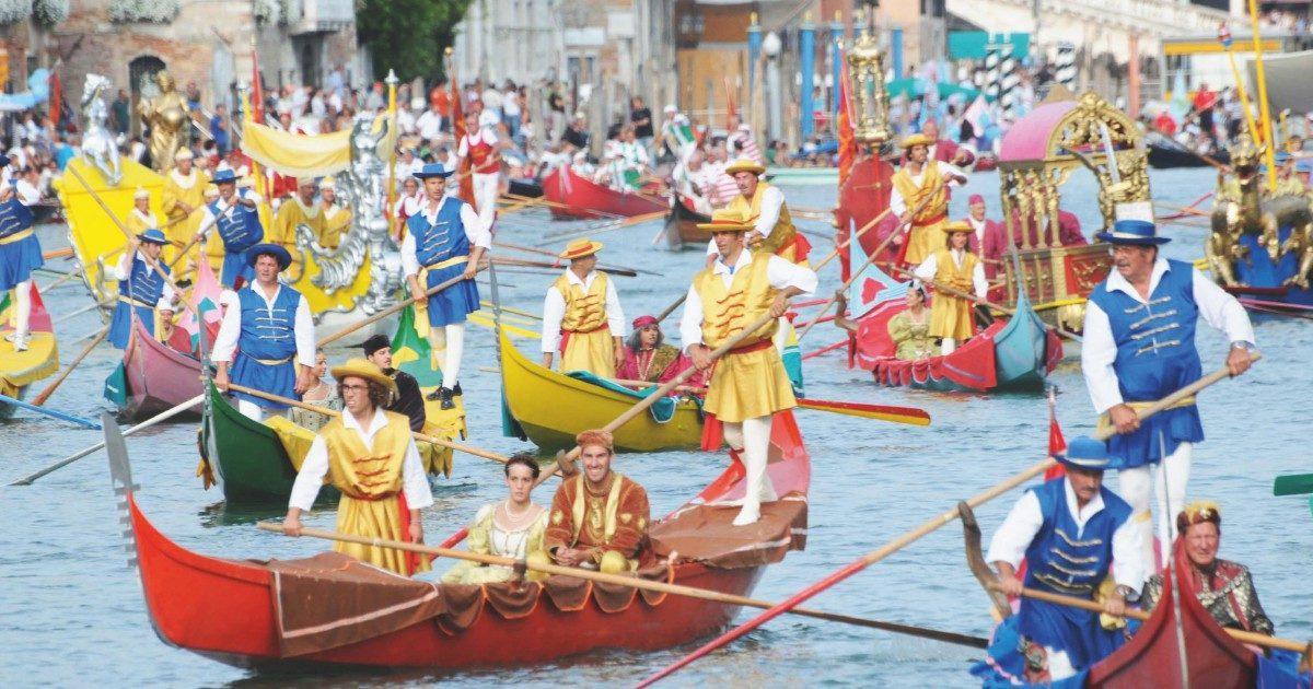 Venezia, la Regata rema contro: donne premiate di meno