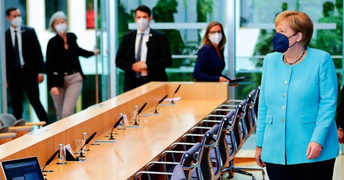"""Germania, governo verso una nuova stretta: """"Restrizioni per i non vaccinati, il tampone non basterà più"""". Cosa fanno gli altri Paesi Ue"""