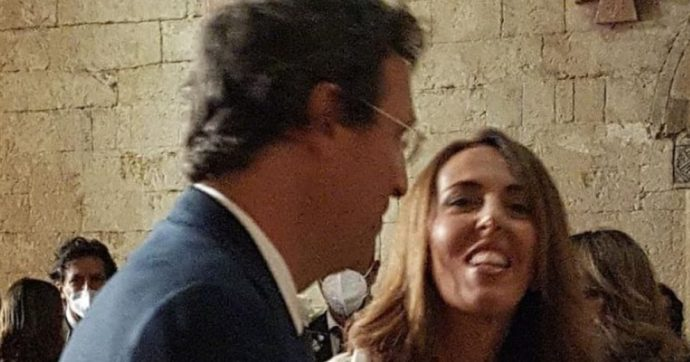 "Alessandra Sardoni si è sposata, Enrico Mentana lo annuncia con una foto: ""Un altro Royal Wedding"""