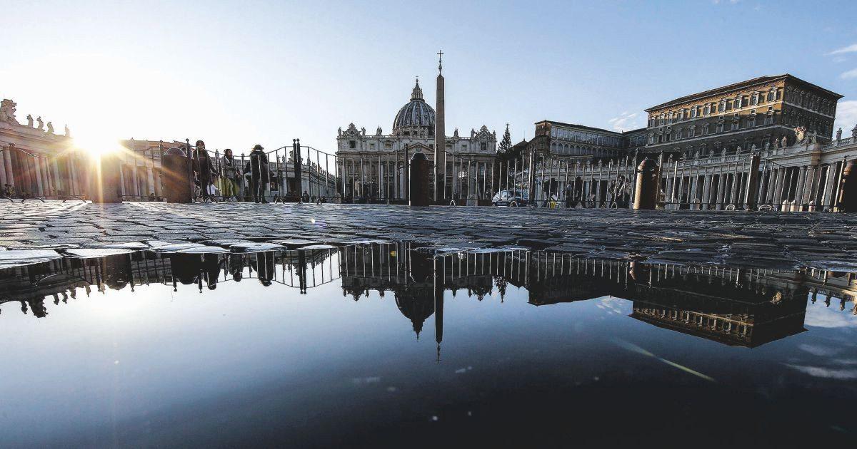 """Vaticano vendesi: le mani sui gioielli di """"Sua Sanità"""""""