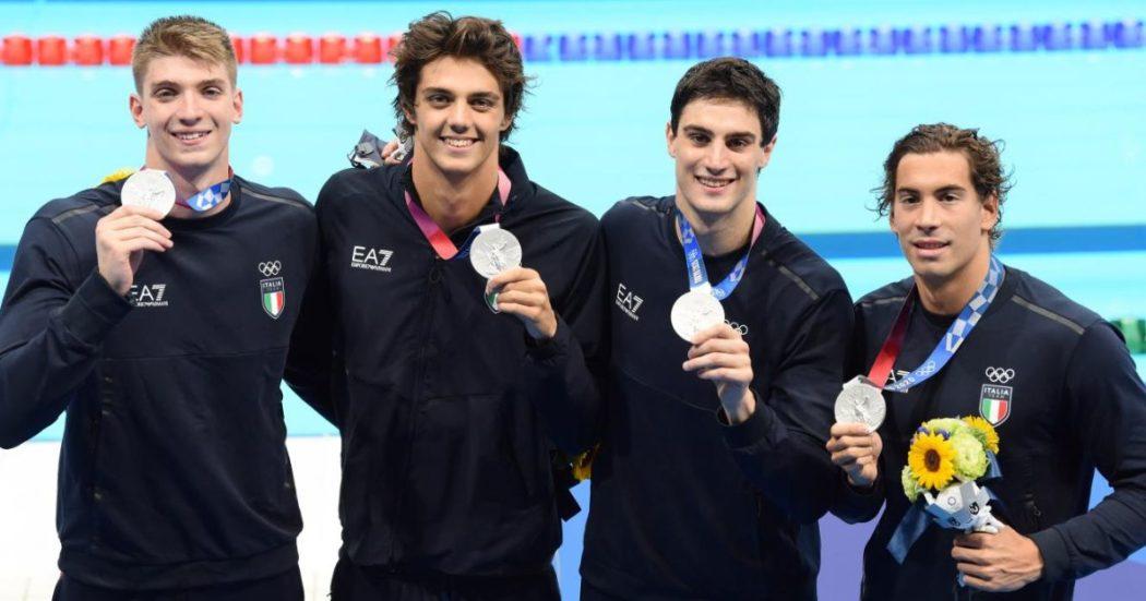 Olimpiadi Tokyo, argento storico per l'Italia nella 4×100 stile libero: è la prima volta. Bronzo per Martinenghi nei 100 rana – Cronaca della notte