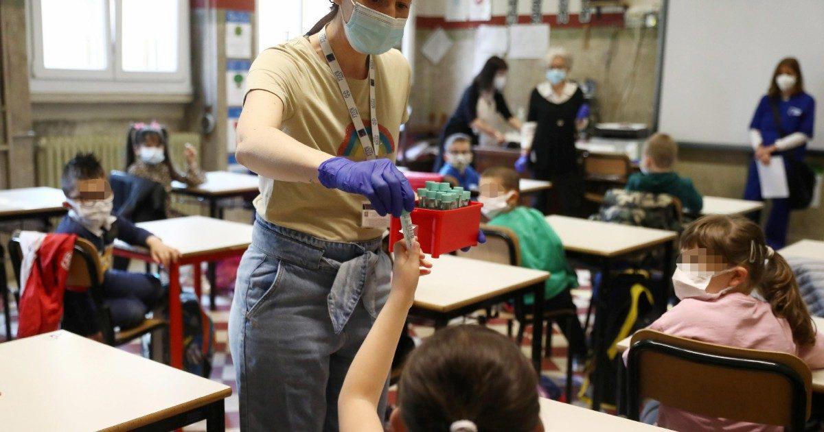 Test salivari: funzionano, costano poco e servono a scuola, ma chi se li ricorda?