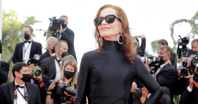 """Isabelle Huppert debutta al Teatro Antico di Pompei con """"Le Cerisaie"""" di Cechov. Secondo il New York Times è la """"migliore attrice del ventunesimo secolo"""""""