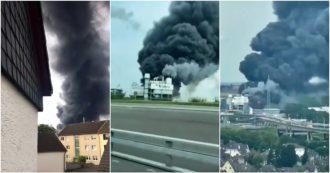 Germania, forte esplosione a Leverkusen: enorme nuvola di fumo nero visibile dalla strada