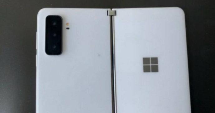 Microsoft Surface Duo 2, il prototipo rivela un nuovo modulo fotografico e display ruotabile di 360°