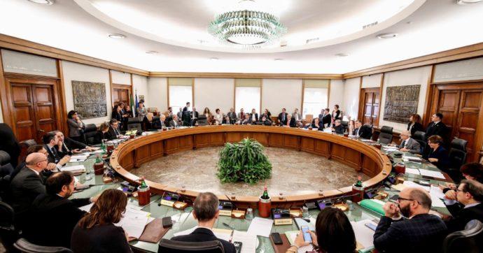 Csm, sospesi i 5 ex consiglieri che parteciparono all'incontro con Palamara, Lotti e Ferri per discutere di nomine