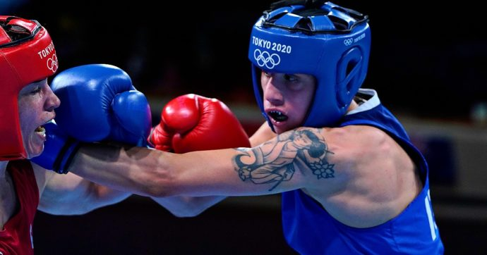 """Irma Testa, chi è la prima pugile italiana a vincere una medaglia alle Olimpiadi. Oliva la spinge verso la finale: """"Combatte senza paura"""""""