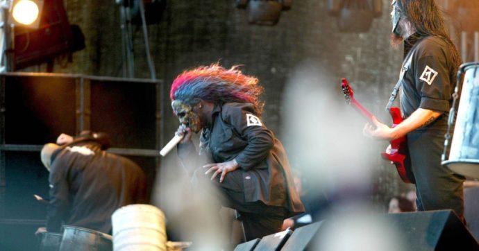 Morto Joey Jordison, il batterista fondatore degli Slipknot: aveva 46 anni e soffriva di mielite trasversa come conseguenza della sclerosi multipla