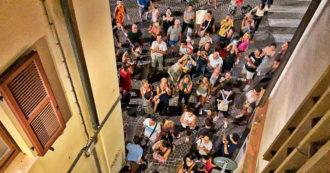 """Pesaro, 500 no vax sotto casa del sindaco Matteo Ricci. Lui: """"Squadristi, non sapete cosa sia la libertà. Vaccinarsi è dovere civico"""""""