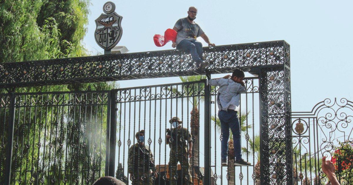 Dopo il golpe,  Ennahda è indagato per fondi illeciti
