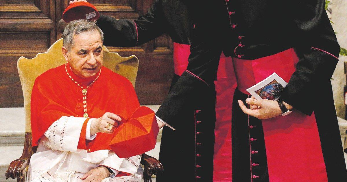 Intercettazioni e segreto di Stato: così Bergoglio ha incastrato Becciu