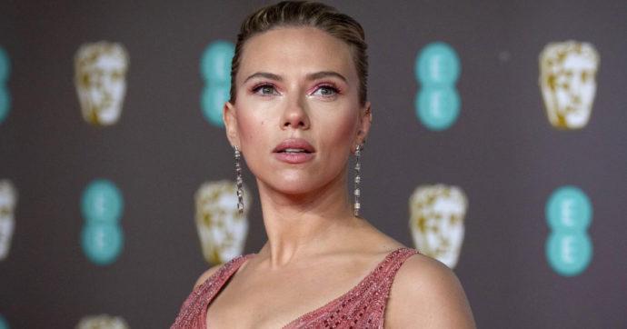 """Scarlett Johansson fa causa alla Disney per il film Black Widow: """"Accordo violato"""". L'azienda replica così"""