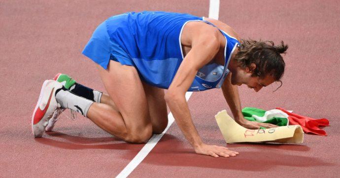 Gianmarco Tamberi è oro olimpico nel salto in alto a Tokyo 2020: una rincorsa lunga 5 anni dopo l'infortunio che gli rubò il sogno di Rio