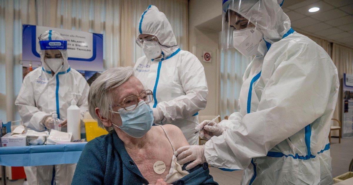 """Anziani senza 1ª dose: 2 mln sono irriducibili """"no-vax"""""""