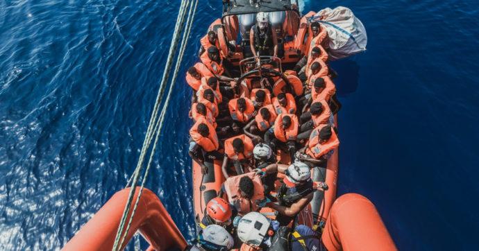 """Migranti, Sea Watch 3 e Ocean Viking salvano più di 800 naufraghi. """"Altri 500 ancora in mare, non abbiamo la capacità per soccorrerli"""""""