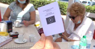 """Green pass, debutto nei bar e ristoranti del litorale romano: """"Regole chiare, ecco come controlliamo"""". E i clienti sfoggiano il loro certificato"""