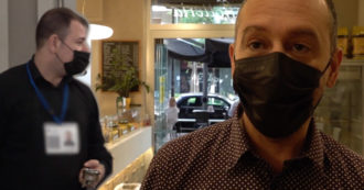 """Green pass, a Milano la pasticceria che lo fa mostrare ai dipendenti: """"Clienti soddisfatti. Sui social invece è partita una tempesta di critiche"""""""