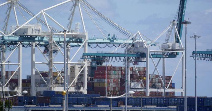 Trasporti via mare, costi su di 7 volte da ottobre. E ora la Cina ha chiuso un porto: filiere globali in crisi e rischi per la ripresa