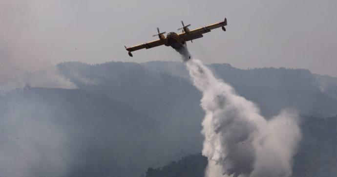 Incendi, a Ferragosto 44 richieste di soccorso aereo. Da metà giugno 52.584 interventi dei Vigili del fuoco, +75% rispetto all'anno scorso