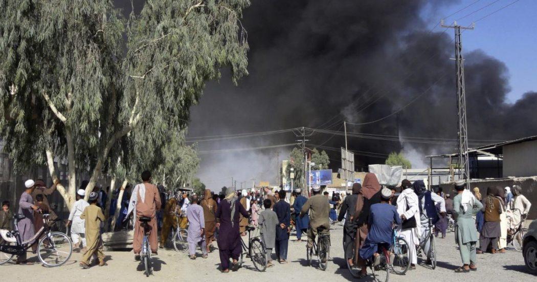 """I talebani sono a Kabul, è la resa dell'Occidente: il presidente in fuga, """"sarà proclamato l'Emirato Islamico"""". Esplosioni nella capitale, evacuazioni Usa e Ue"""