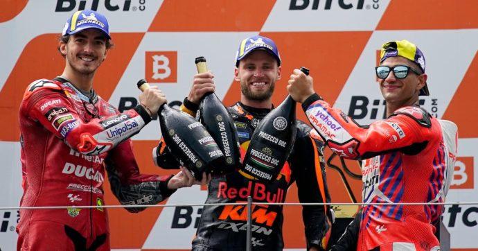 MotoGp: Brad Binder conquista il Gp d'Austria sotto la pioggia. Sul podio anche Francesco Bagnaia e Jorge Martin. Rossi ottavo