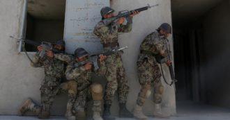 Afghanistan, soldati senza cibo né munizioni e comandanti corrotti: così l'esercito addestrato dall'Occidente si è arreso ai taliban