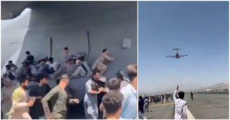 Il dramma degli afgani in fuga da Kabul: alcuni cercano di scappare aggrappati a un aereo Usa, ma cadono nel vuoto poco dopo il decollo. Video