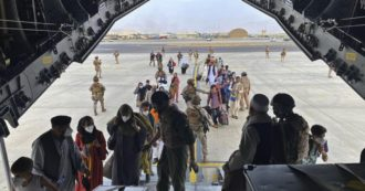 Afghanistan, passaporti afghani distrutti in ambasciata Usa insieme ai documenti sensibili. Un altro ostacolo per chi vuol lasciare il Paese