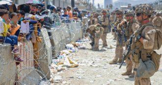 Afghanistan, i talebani all'assalto della resistenza nel Panshir. Altri 7 morti all'aeroporto di Kabul, mossa estrema di Biden: uso dei voli civili