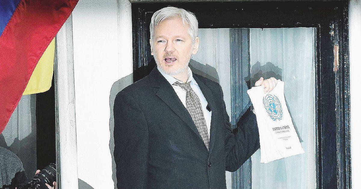 'Il potere segreto' , il libro che racconta Julian Assange e svela chi e come vuole distruggere lui e Wikileaks